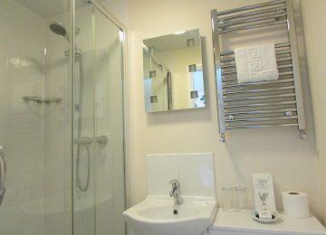 Room 6 C En-Suite – 360 x 270