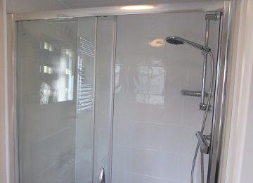 Room 1 En-Suite – a – 360 x 270
