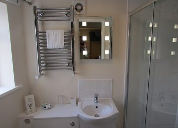 Room 1 En-Suite – c – 360 x 270