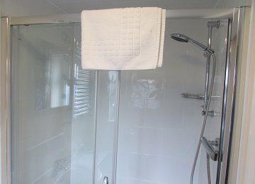 Room 1 – En-Suite – a – 360 x 260