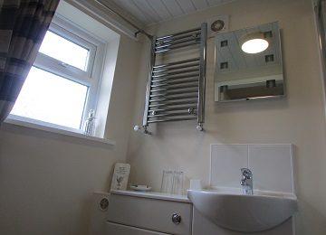 Room 1 – En-Suite – c – 360 x 260