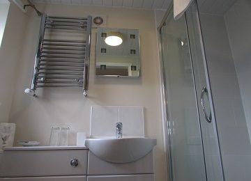 Room 1 – En-Suite – d – 360 x 260