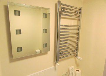 Room 2 – En-Suite – c – 360 x 260
