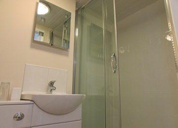 Room 3 – En-suite – b – 360 x 260