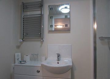 Room 4 – En-Suite – c – 360 x 260