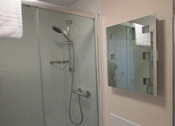 Room 5 – En-Suite – a – 360 x 260