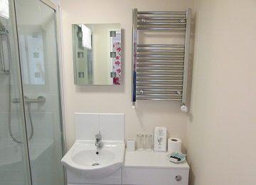 Room 5 – En-Suite – b – 360 x 260
