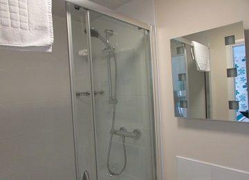 Room 6 – En-Suite – a – 360 x 260
