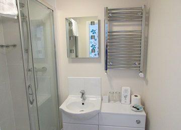 Room 6 – En-Suite – b – 360 x 260