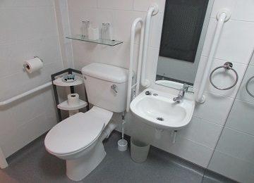 Room 7 – En-Suite – b – 360 x 260